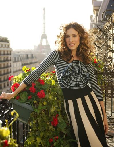 Carrie Bradshaw w Paryży - sukienka w paski